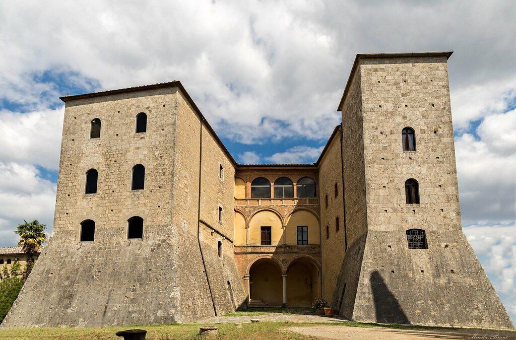 Grotti: un castello tra la Val d'Arbia e la Val di Merse